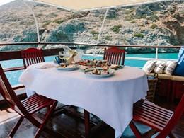 Expérience culinaire unique à bord du caïque du Blue Palace