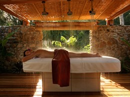 Douche Vichy au spa de l'hôtel Bora Bora Pearl Beach en Polynésie