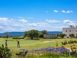 Les férus de golf pourront s'adonner à leur passion à proximité
