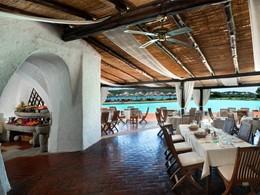 Restaurant BBQ de l'hôtel Cala di Volpe en Italie