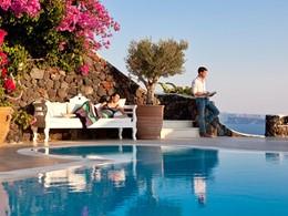 Relaxez-vous sous le soleil grec au Canaves Oia Suites