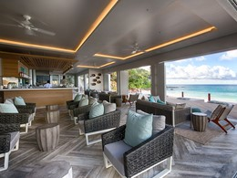 Le lounge du bar du Carana Beach Hotel