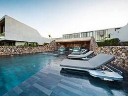 La piscine du Casa de La Flora situé en Thailande