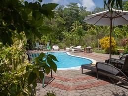 La piscine de la pension Casa de Leela à La Digue