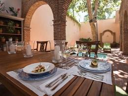 Appréciez un repas savoureux en terrasse