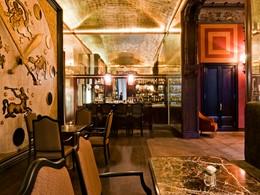 Sirotez de délicieux cocktails au Bellini Bar