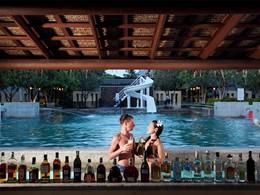 Le bar de la piscine du Centara Koh Chang Tropicana en Thailande
