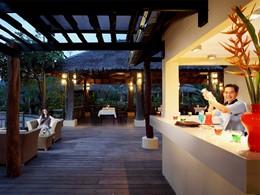 Le bar du lobby du Centara Koh Chang Tropicana en Thailande