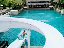 La piscine de l'hôtel Centara Tropicana situé à Koh Chang