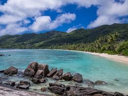 Les Chalets d'Anse Forbans sont situés au bord de la plage