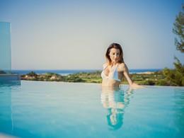 Profitez de la superbe piscine du Chia Laguna Resort