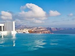 Splendide vue de Santorin, l'île la plus romantique des Cyclades