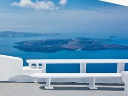 Vue fascinante sur la mer Egée depuis le Chromata Santorin