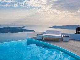 Détendez vous au bord de la piscine du Chromata