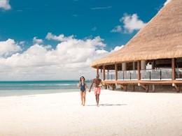 Rafraichissez vous sur la belle plage du Club Med