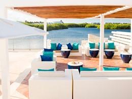 Délicieuses boissons face à l'océan au bar Las Velas du Club Med