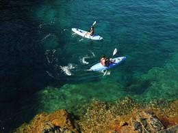 Profitez des eaux limpides de l'anse préservée du golfe de Sagone du Club Med