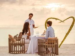 Repas romantique les pieds dans le sable
