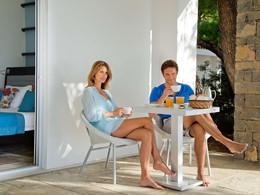 Copieux petit déjeuner sur votre terrasse du Club Med