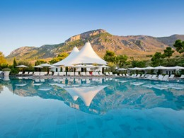 La belle piscine du Club Med Gregolimano en Grèce