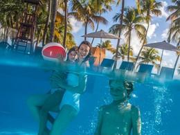 Profitez de la superbe piscine du Club Med La Caravelle