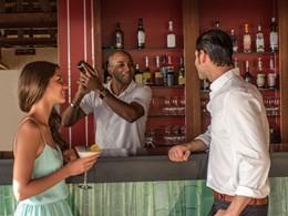 Rafraichissez vous au bar The Madou du Club Med