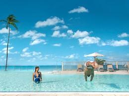 Profitez de la belle piscine du Club Med Les Boucanniers