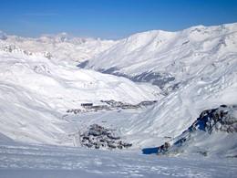Le Club Med est situé dans l'un des plus beaux domaines skiables au monde