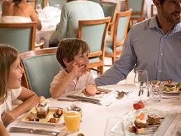 Le restaurant Le Lorraine et Les Colonnes du Club Med