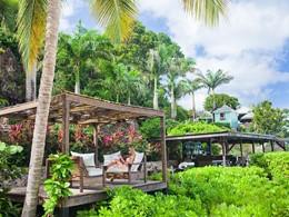 Rafraichissez vous au bar du Cocos Hotel Antigua