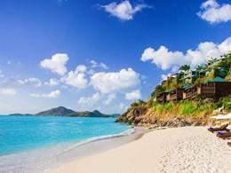 La superbe plage immaculée du Cocos Hotel Antigua
