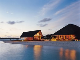 Extérieure du bar Faru et du Restaurant Ufaa au Cocoa Island