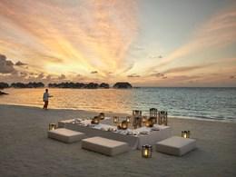 Somptueux dîner les pieds dans le sable