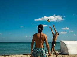 Profitez du sable fin et du soleil à l'hôtel Como Metropolitan Miami Beach