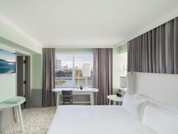 La chambre Lake View Suite de l'hôtel Como Metropolitan Miami Beach