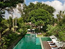 Autre vue de la piscine de l'hôtel Uma by Como