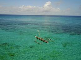 Naviguez sur les eaux claires de l'océan au Constance Aiyana