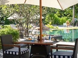 Déjeunez au bord de la piscine au Helios Restaurant