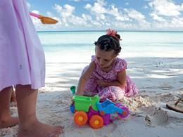 Les enfants se réjouiront sur la plage