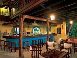 Le bar de l'hôtel Constance Tsarabanjina à Madagascar