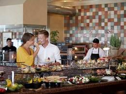 Savourez une cuisine internationale au restaurant Estia