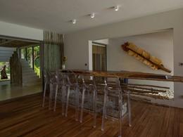 Le bar de la villa Deckenia aux Seychelles