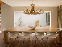 La salle à manger de la villa Deckenia à Praslin