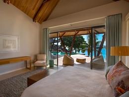 Une chambre de la villa Deckenia aux Seychelles
