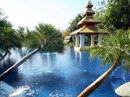 Autre piscine de l'hôtel Dhara Dhevi situé en Thailande