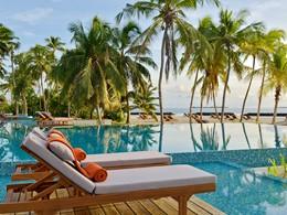 La superbe piscine de l'hôtel Dhigali aux Maldives