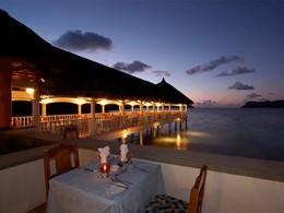 Le restaurant surplombant la plage