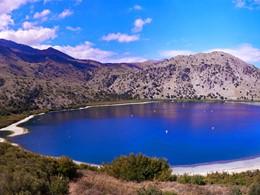 Le lac Kournas, le seul lac d'eau douce en Crête