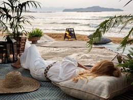 Relaxez vous sur la plage de Paralia Agii Apostoli