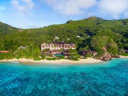 Vue de l'hôtel et de sa plage
